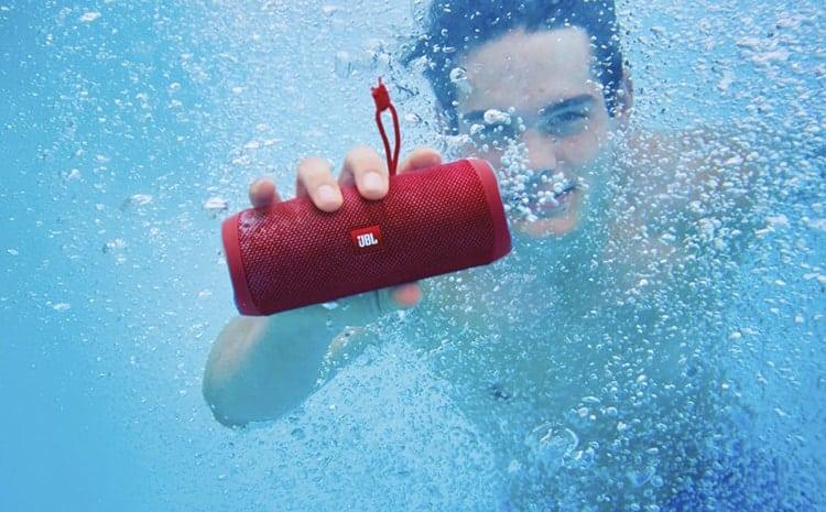 El flip 4 es sumergible en el agua